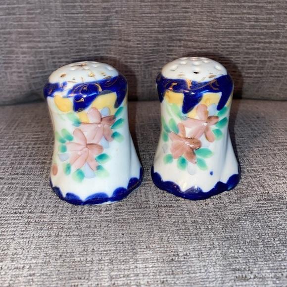 Vtg Flow Blue style porcelain salt & pepper shaker